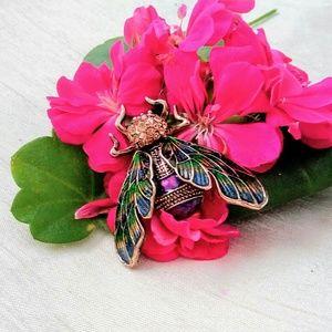 Jewelry - Bee Pin.